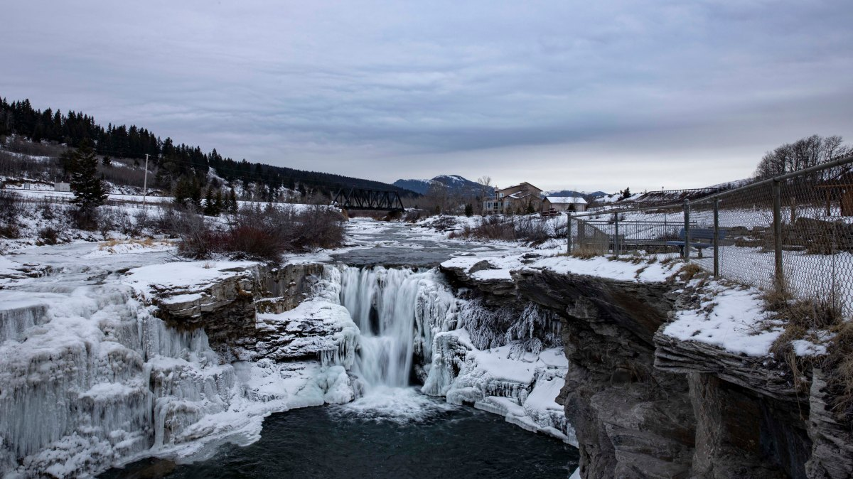 2019-12-29 Waterton Lakes National Park & Lundbreck Falls 23